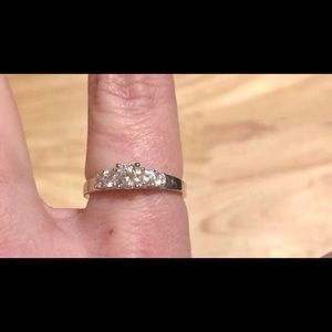 Beautiful 925 sterling silver cubic zirconia ring
